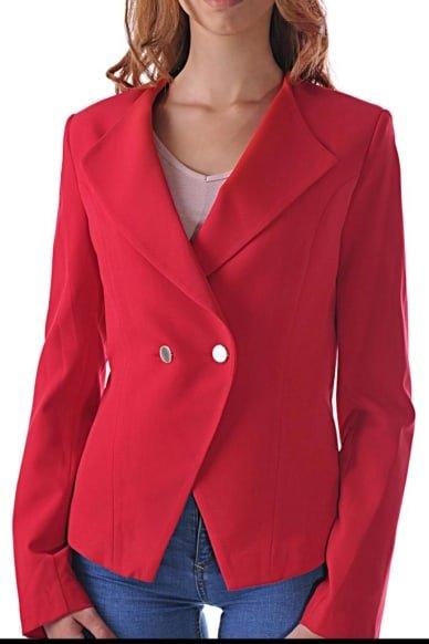 червено сако с две златисти копчета
