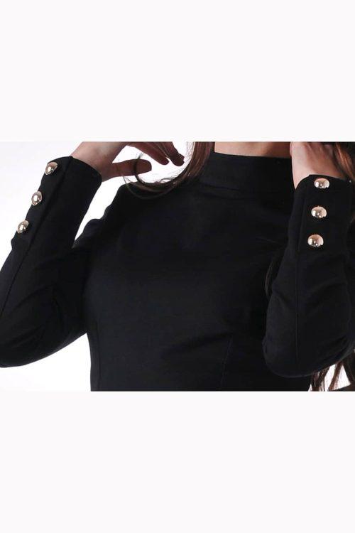 черна рокля със златисти копчета