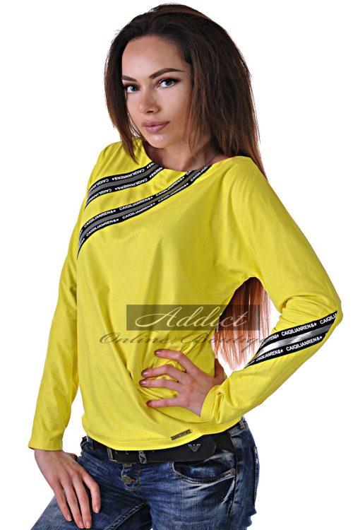 жълта спортна блуза