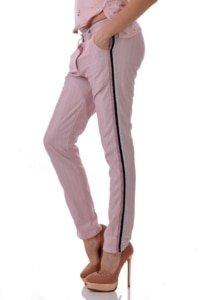 Летен панталон от висококачествен материал в свят пудра и нишка от ламе