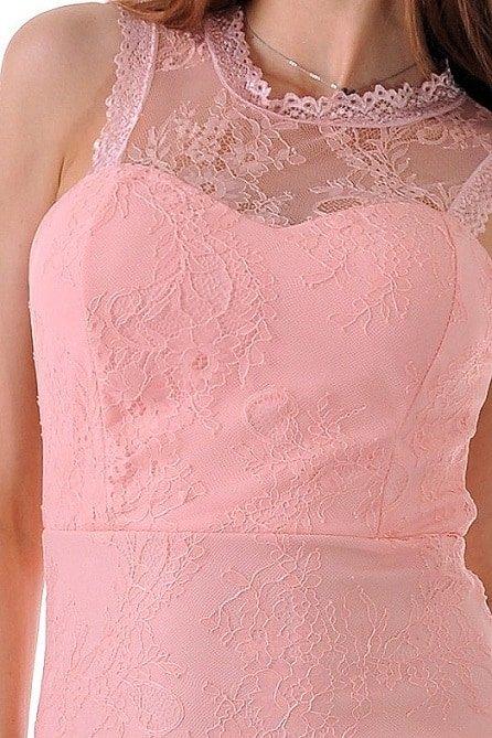 къса рокля с дантела и цвят пудра