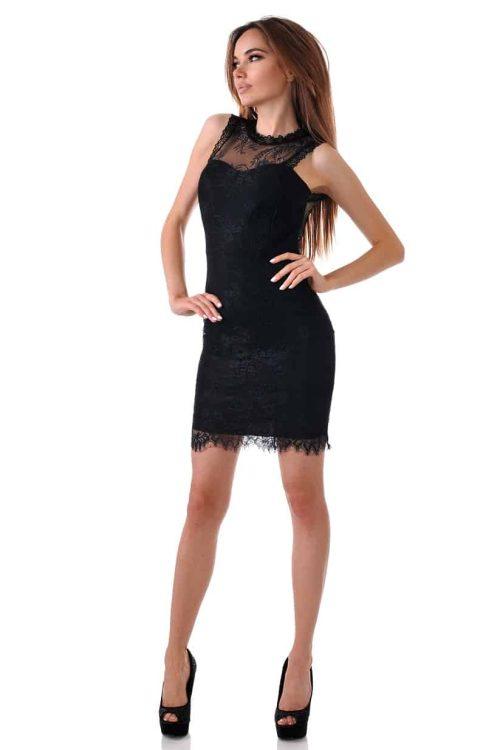 къса черна рокля с дантела и гол гръб