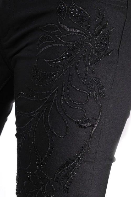 черен панталон с бродерия