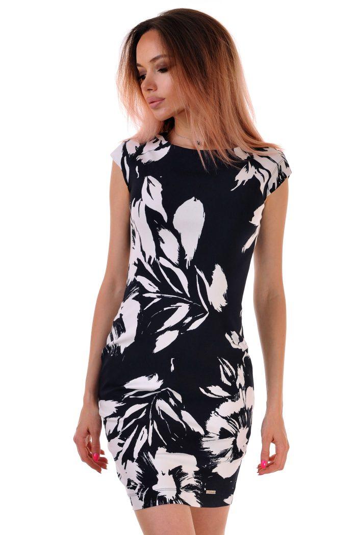рокля на бели цветя