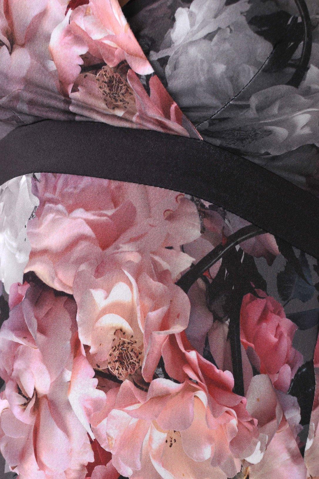 рокля на рози