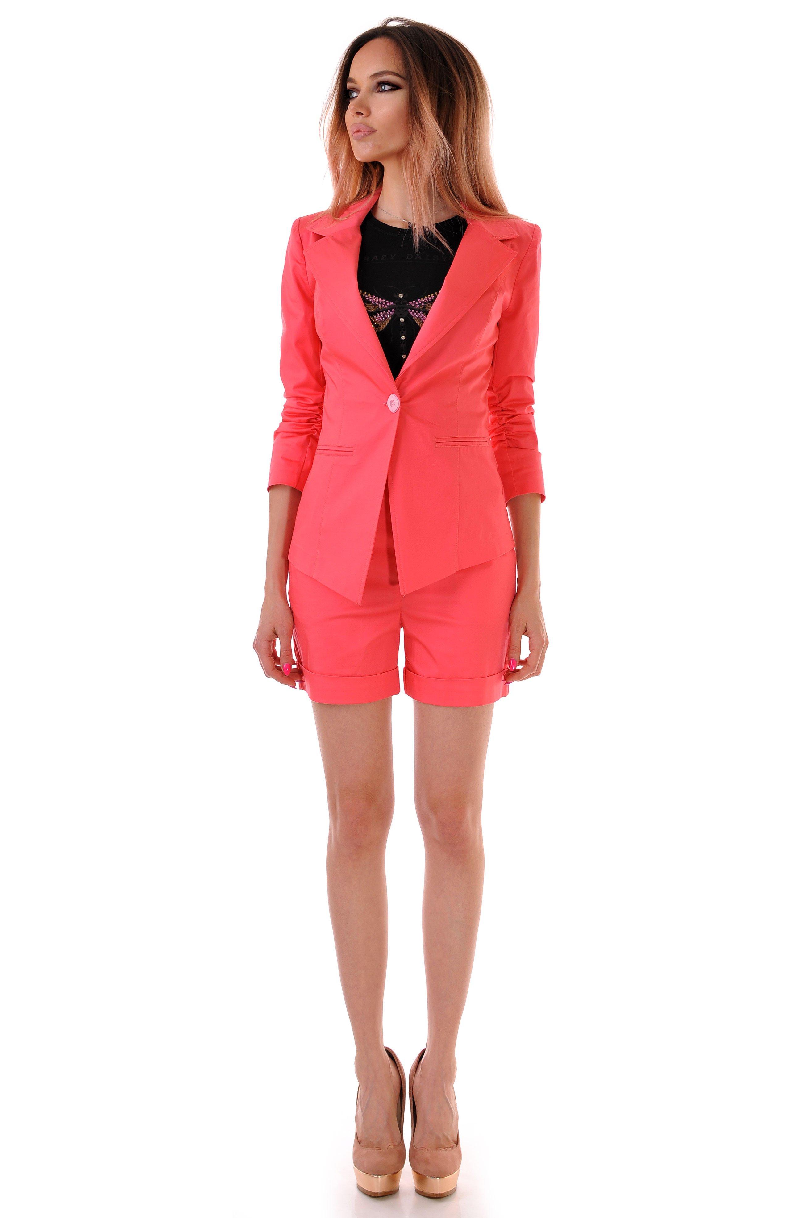 розов костюм