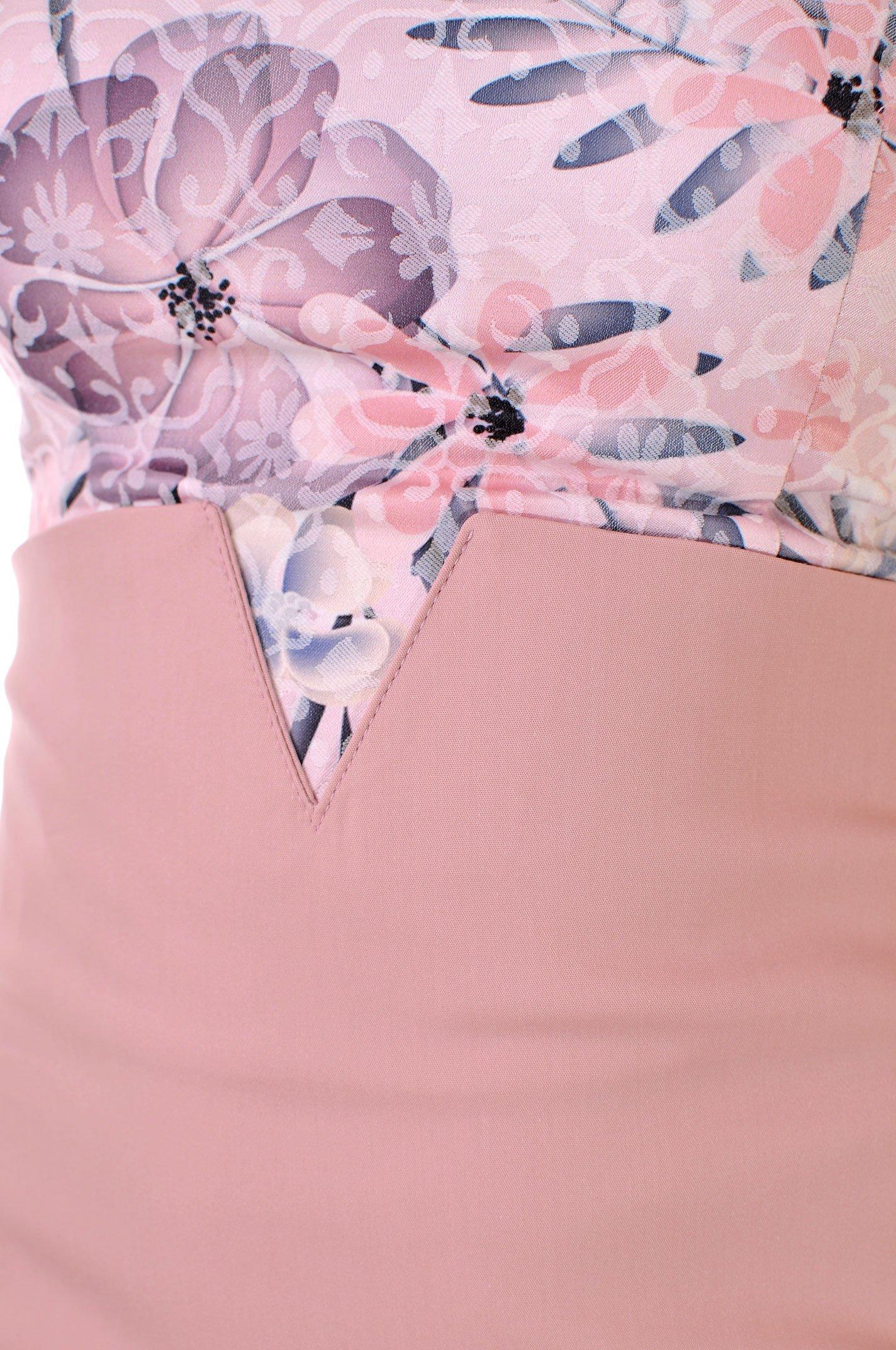 къса рокля цвят пудра на цветя