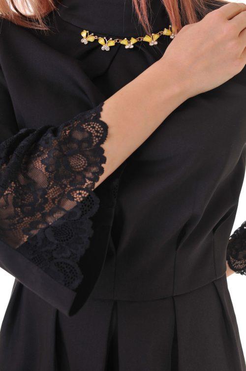 рокля черна с дантела