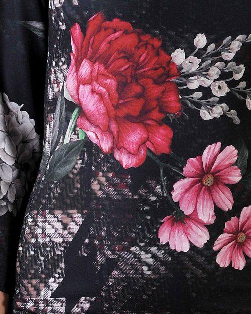 рокля с рози