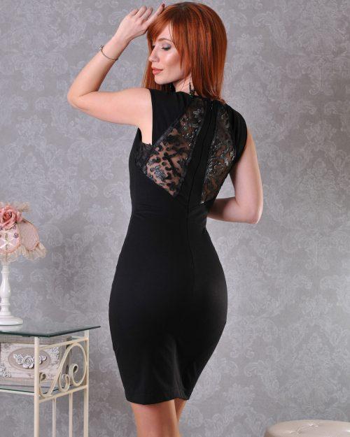 рокля с дантелен гръб