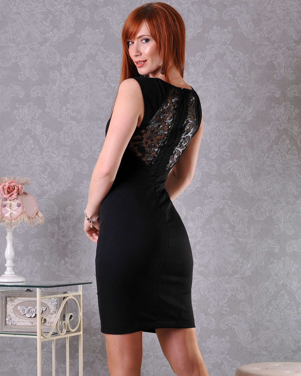 черна тясна рокля
