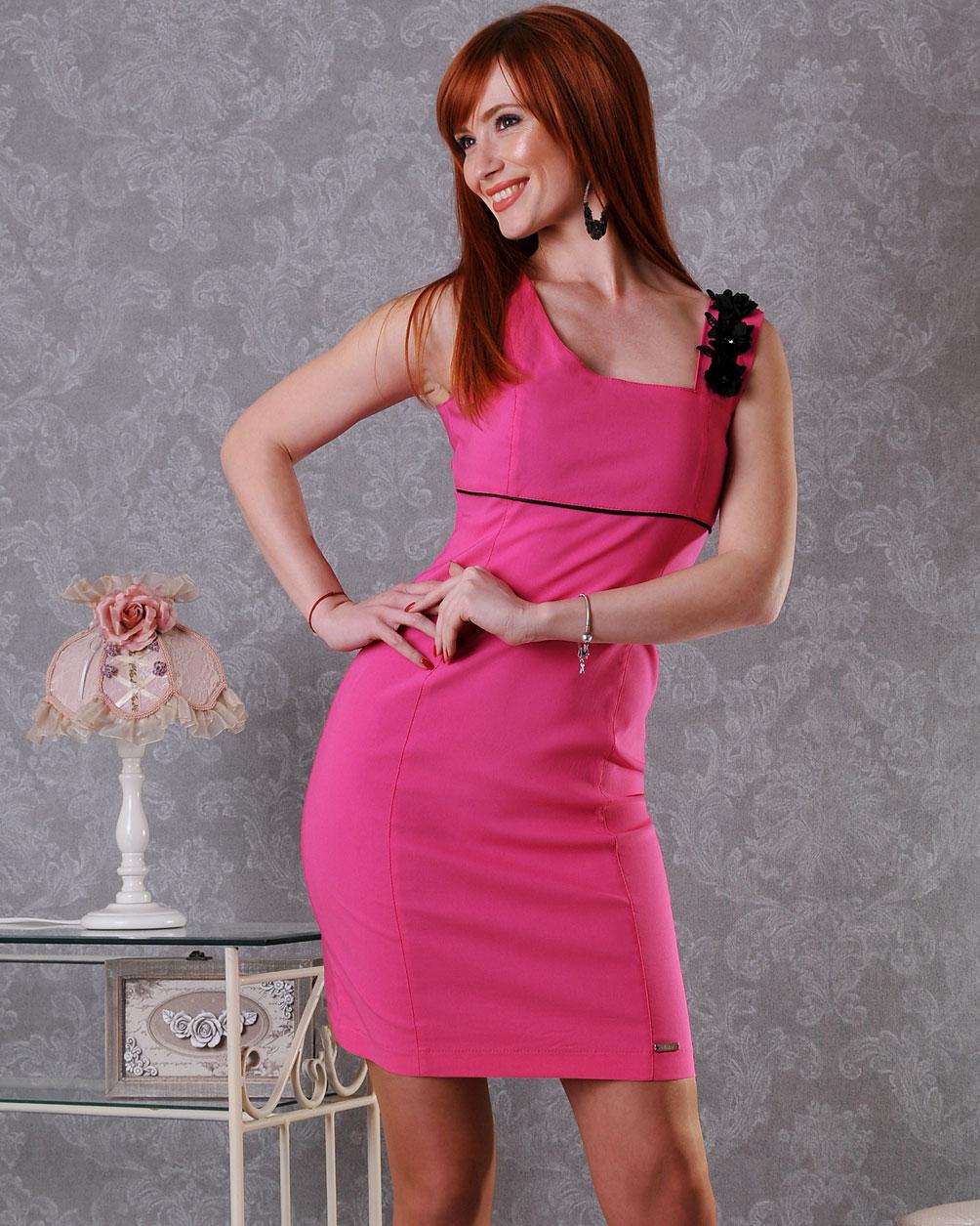 тясна рокля